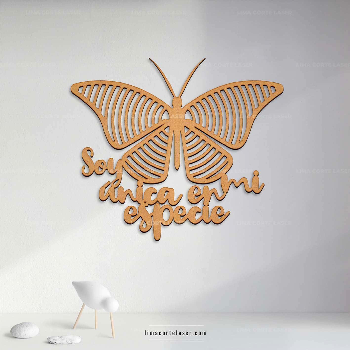 Corte láser MDF con la silueta de una mariposa en formas geométricas