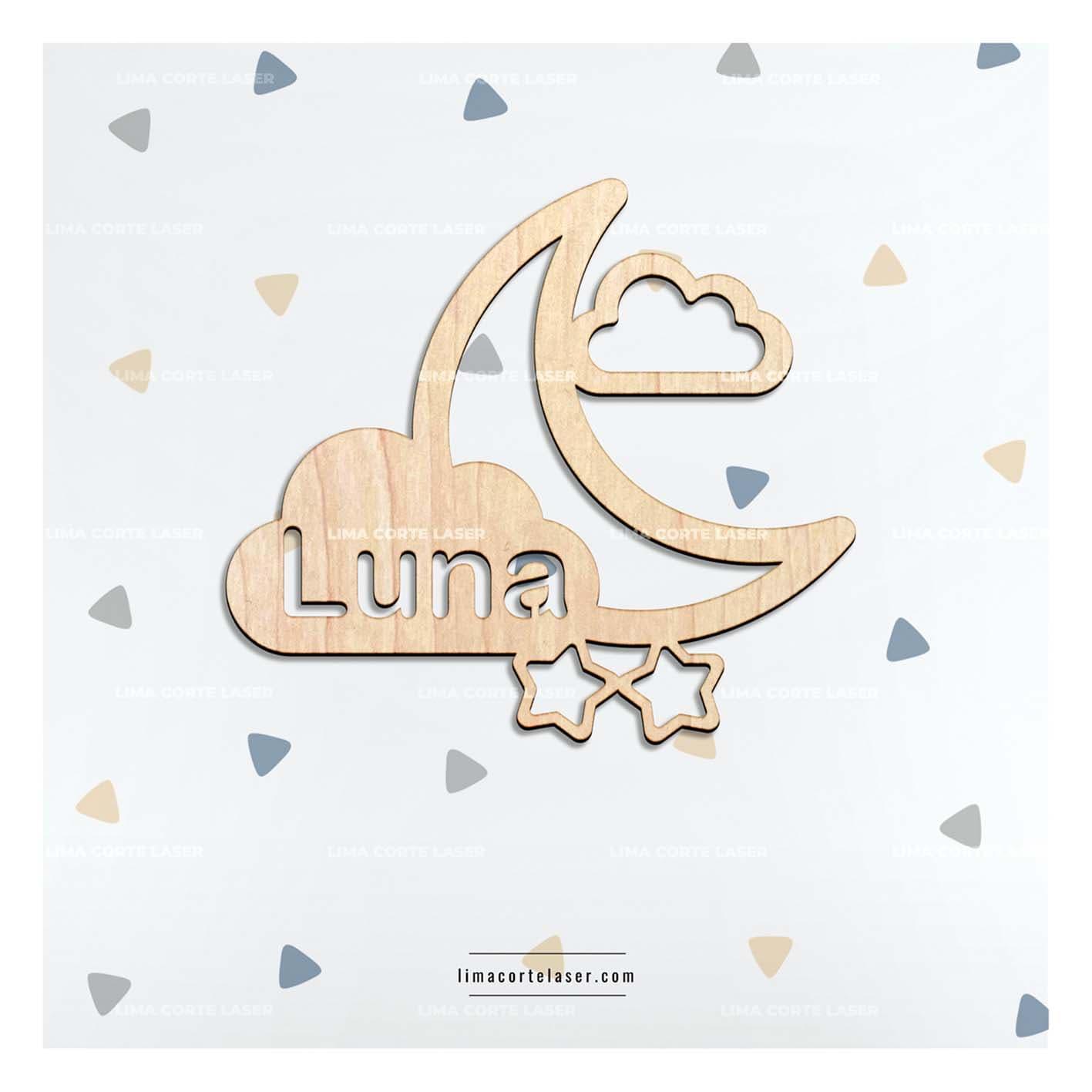 Regalo personalizado para bebe con la figura de una luna estrellas nubes y el nombre Luna