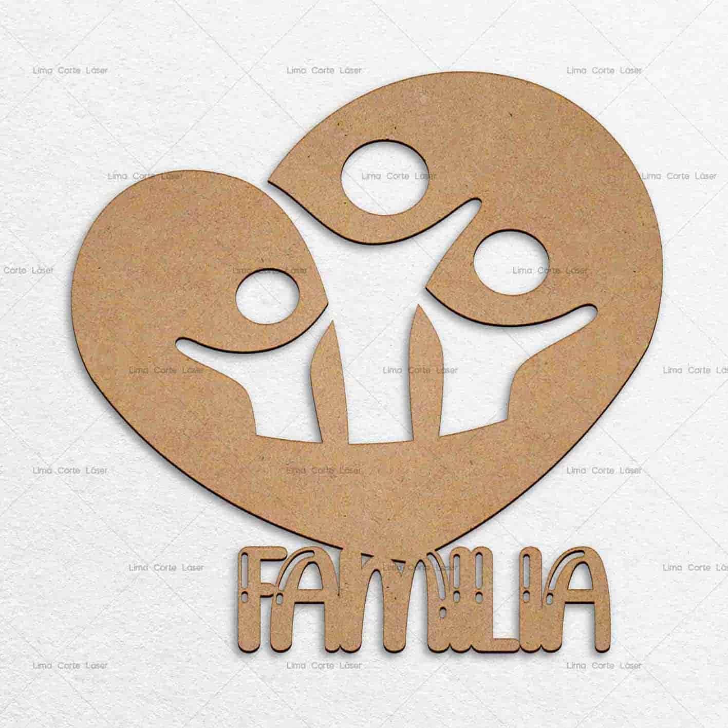 Adorno para pared con forma de un corazón y la frase familia hecho de mdf y cortado con láser