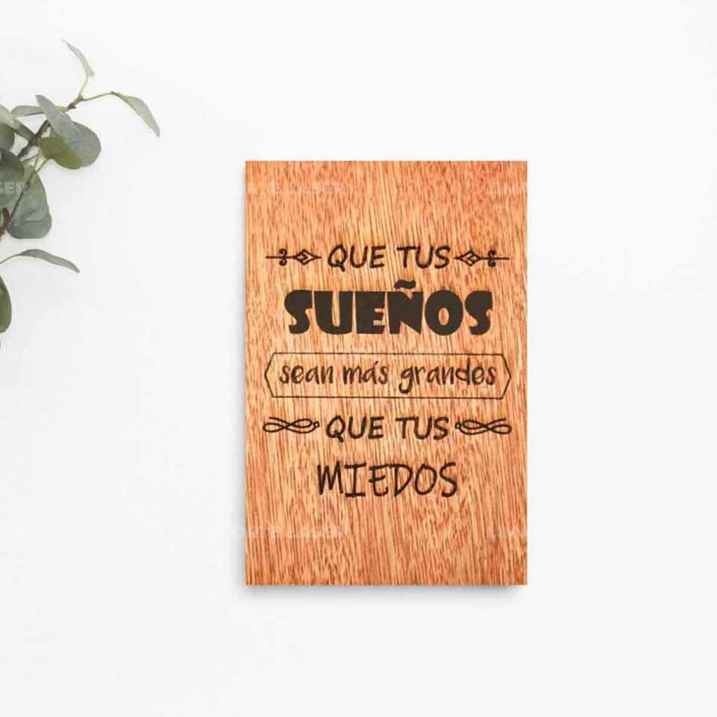 Adorno para pared de madera grabado con láser con frases positivas