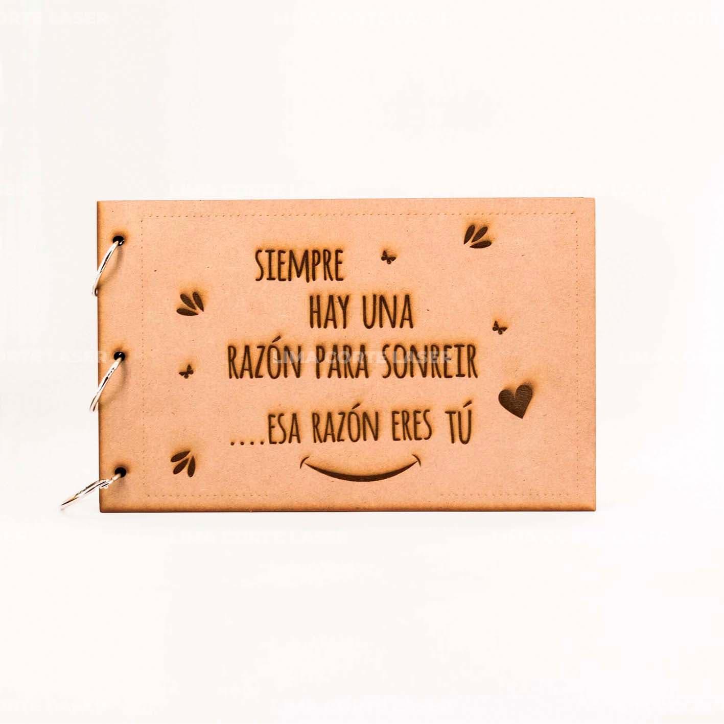 Álbum cortado y grabado con láser en madera