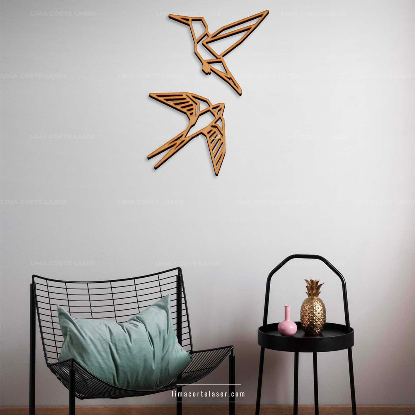 Corte láser MDF con la figura de colibrí y picaflor geométrico ideal para un adorno para pared