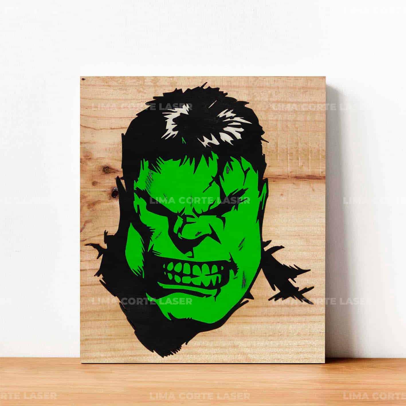Cuadro de madera con la cara de Hulk grabado con láser sobre madera