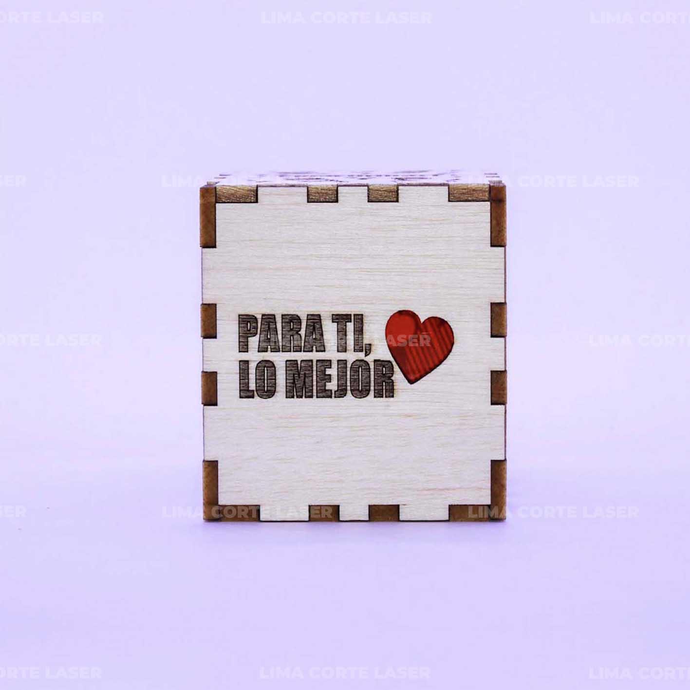 Cubo de madera con frases positivas cortado y grabado con láser