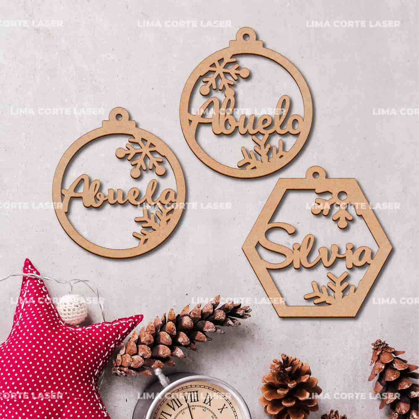 Esfera de navidad personalizada de madera calada con nombres abuela y abuelo