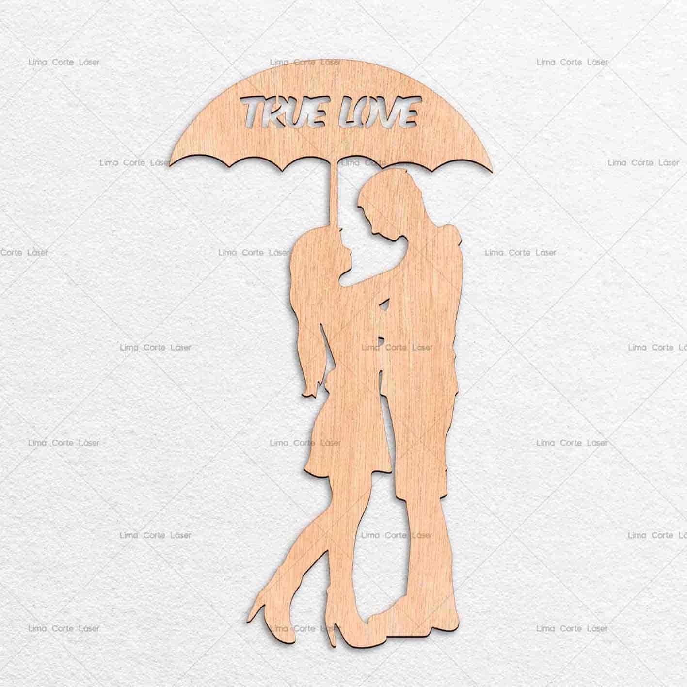 Figura de enamorados bajo paraguas hecho de madera y cortado con láser