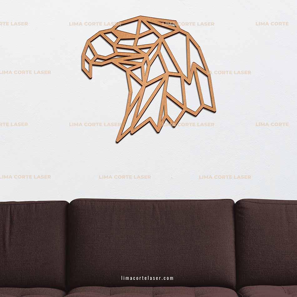 Animal geométrico de madera con forma de cabeza de águila
