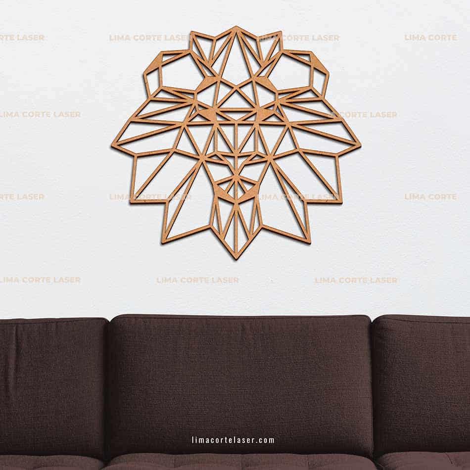 Animal geométrico de madera con forma de cabeza de león